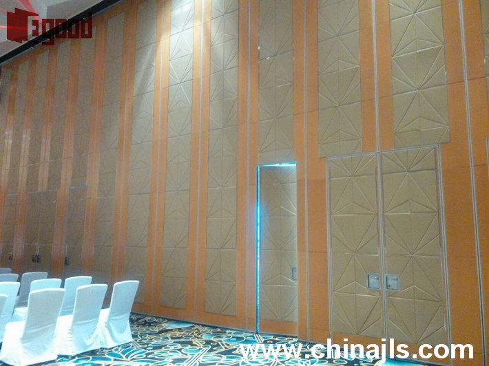 Meeting room opeable partition